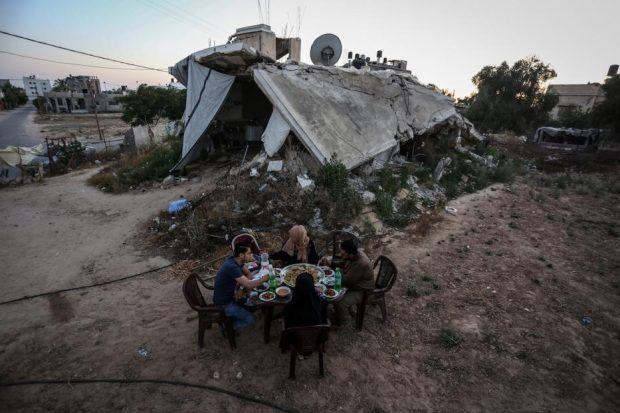 Berita Islam ! Meski Dibenci Saudi Qatar Tetap Lanjutkan Proyek Pembangunan Gaza... Bantu Share ! http://ift.tt/2uV8KME Meski Dibenci Saudi Qatar Tetap Lanjutkan Proyek Pembangunan Gaza  Gaza  Qatar mengatakan akan terus mendukung proyek pembangunan di Jalur Gaza yang dikuasai Hamas. Qatar juga menentang pemboikotan oleh sejumlah negara Arab atas dukungannya terhadap kelompok militan Islam tersebut. Demikian dikutip dari US News Selasa (11/07). Arab Saudi Uni Emirat Arab Bahrain dan Mesir…