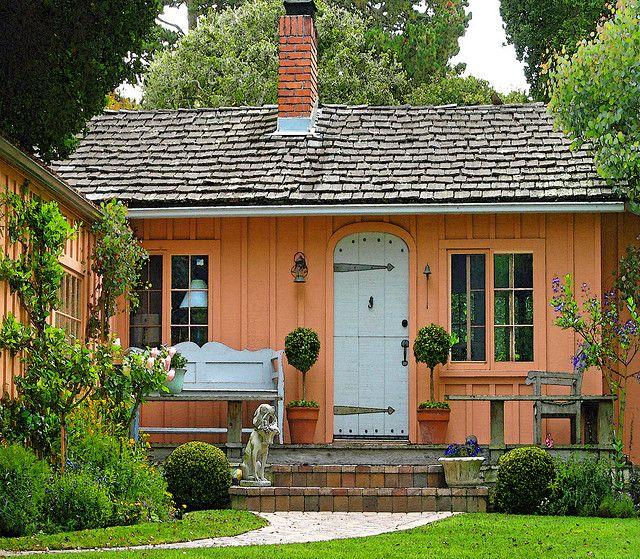 ~charming peach cottage~Carmel, CA