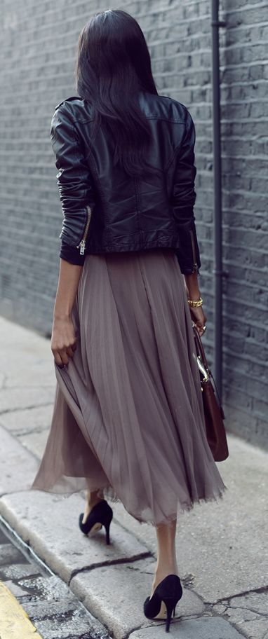 Black moto leather jacket Top with Maxi Pleated Skirt for Fall Street Fashionable Outfits