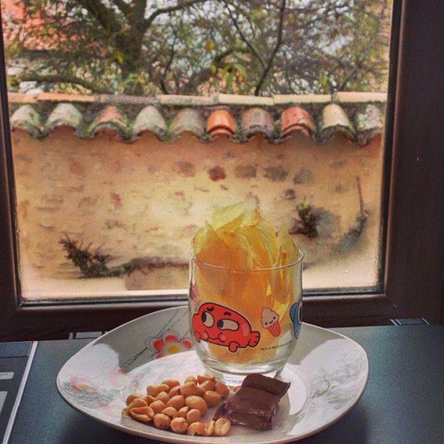 Un pequeño tentempié para este día gris y lluvioso... Mientras seguimos trabajando bien calentitos y resguardados ☁️☔️☁️ #ideassoneventos #tentempié #instafood #ñamñam #food #aperitivo #work #trabajo #ideas #proyectos #blog #todoesfuerzotienesurecompensa #ilusión #esfuerzo #ganas #myblog #ideassoneventoswork #personalshopper #weddingplanner #working #workinggirl #photooftheday #picoftheday #frío #lluvia #patatitas #chocolate #cacahuetes