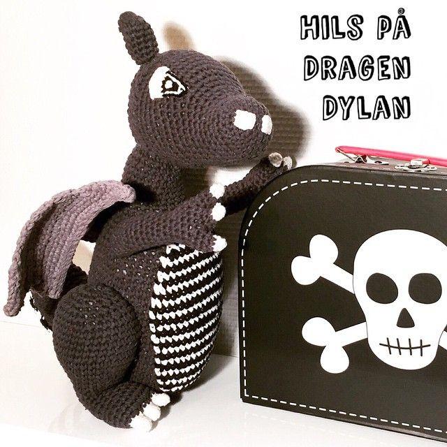 Hils på dragen Dylan  #bymoulin #børn #dragendylan #ladedahkids #kuffert #sassandbelle #børneværelse #børneværelset #indretning #interior #hækle #bamse