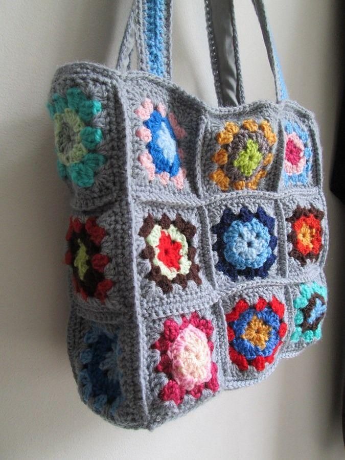 """Joli sac """"granny"""" fond gris et coeurs multicolores au crochet"""