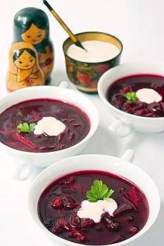 Borsch (sopa rusa de remolacha) - Recetas http://www.estampas.com/cocina-y-sabor/recetas/080110/borsch-sopa-rusa-de-remolacha
