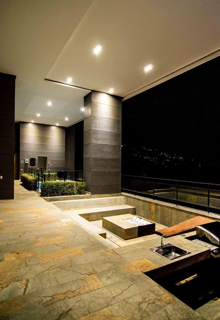 Zona BBQ_ Q Tower.  Registro Fotográfico para Grupo Q. Diseño: Arq. Luís Javier Porto-Camilo Mejía Bravo. Medellín, Col.