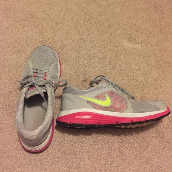 Nike Shoes Size 7 Nike Shoes Size 7! Great quality!! Perfect for running! Has a few scuffs and marks but not bad (photo 2 has the worst). Let me know if u would like to see more photos! MAKE OFFERS! Nike Shoes