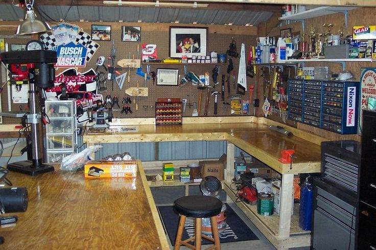 Woodworking shop pic 2 good work kent woodworking for Small basement workshop ideas