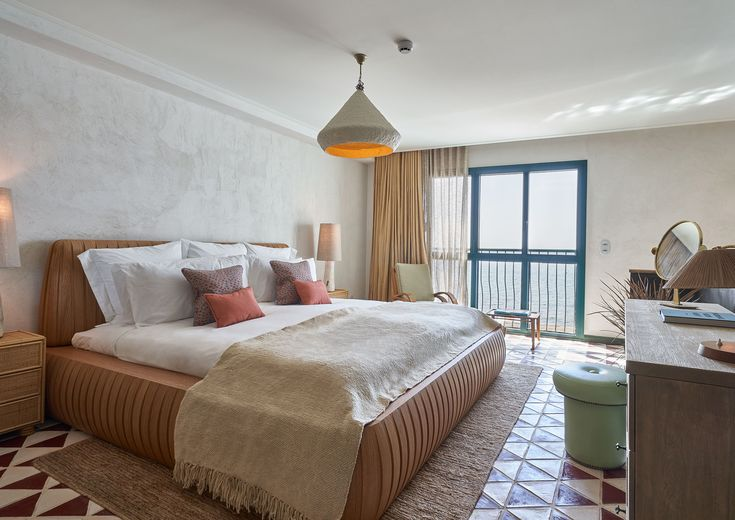Little Beach House Barcelona has 17 bedrooms, some with roof terraces and outdoor bathtubs overlooking the bay of Garraf. Soho House, Barcelona Beach, Outdoor Bathtub, Us Beaches, Elle Decor, Second Floor, Best Hotels, Terrace, Beach Houses