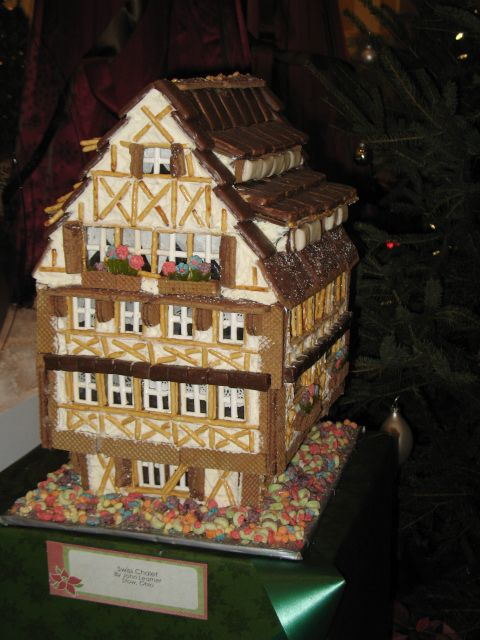 Tutor Style House in Gingerbread 20 Gingerbread Houses That Are Too Amazing To Eat