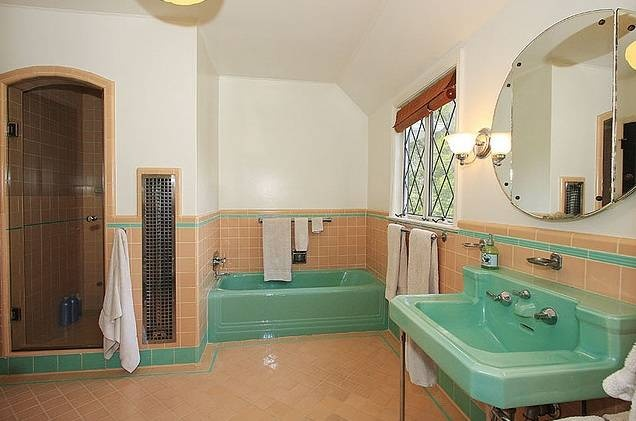 A modern day american standard bathroom suite from the for 1950 bathroom ideas