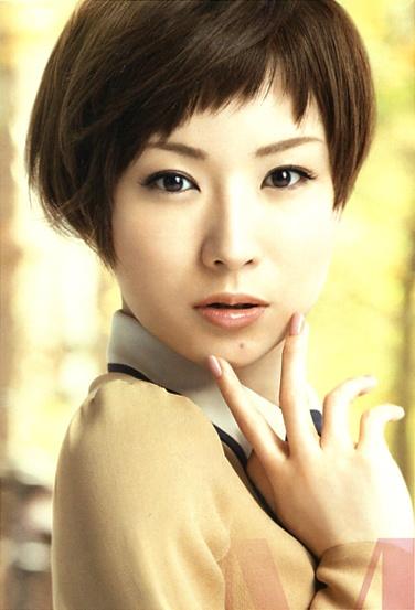 Sheena Ringo (Japanese Singer). Maquillage Leaflet By SHISEIDO. Make up brand.