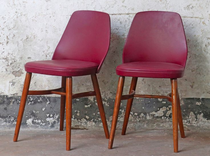 This pair of vintage padded bucket chairs is both iconic and super comfortable - the definition of good design. #vintage #chair #vintagechairs #vintagefurniture #homedecor #kitcheninspo