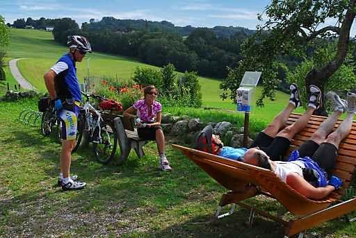 Rückenwind im  Salzburger Seenland | Fotograf: Salzburger Seenland Tourismus GmbH | Credit:Salzburger Seenland Tourismus GmbH | Mehr Informationen und Bilddownload in voller Auflsung: http://www.ots.at/presseaussendung/OBS_20130715_OBS0010