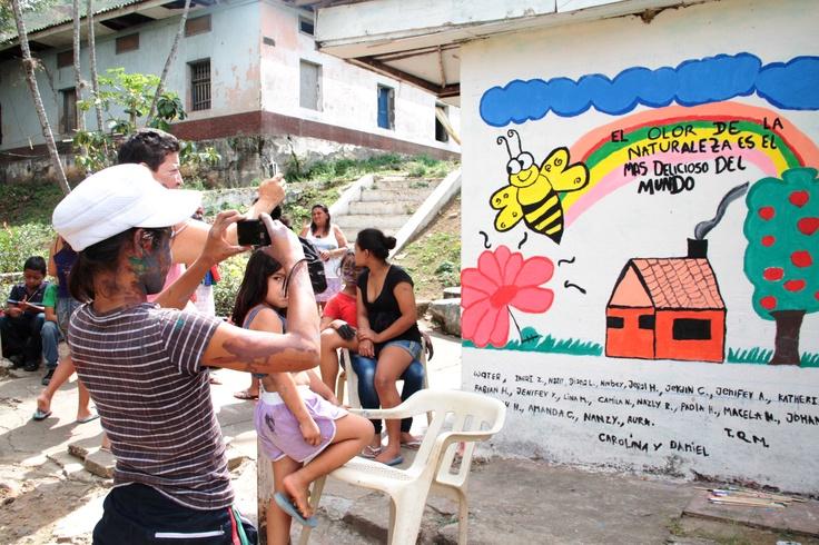 Interviniendo un muro en Dagua