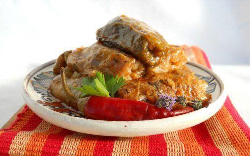 Sarmalele cu ciuperci si soia reprezinta o reteta de post, ideala pentru o masa copioasa si sanatoasa in familie sau cu prietenii.