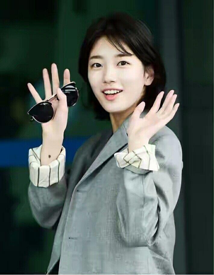 Bae Suzy 05/04/2017 | Incheon airport | Short hair