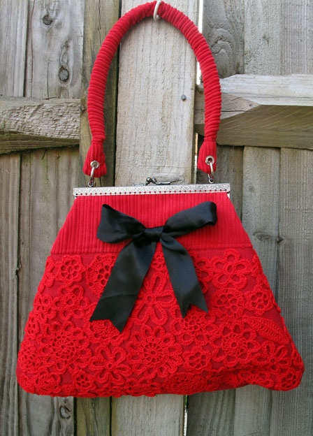 Rococo Handbags - My new red crochet handbag. First attempt using a metal bag frame.