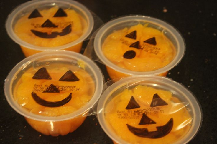 Easiest Halloween Snack! http://www.supercouponlady.com/2012/09/easiest-halloween-snack.html/
