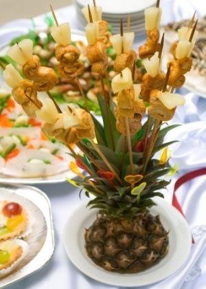 Esculturas de frutas dão clima tropical à decoração do casamento - Casamento - UOL Mulher