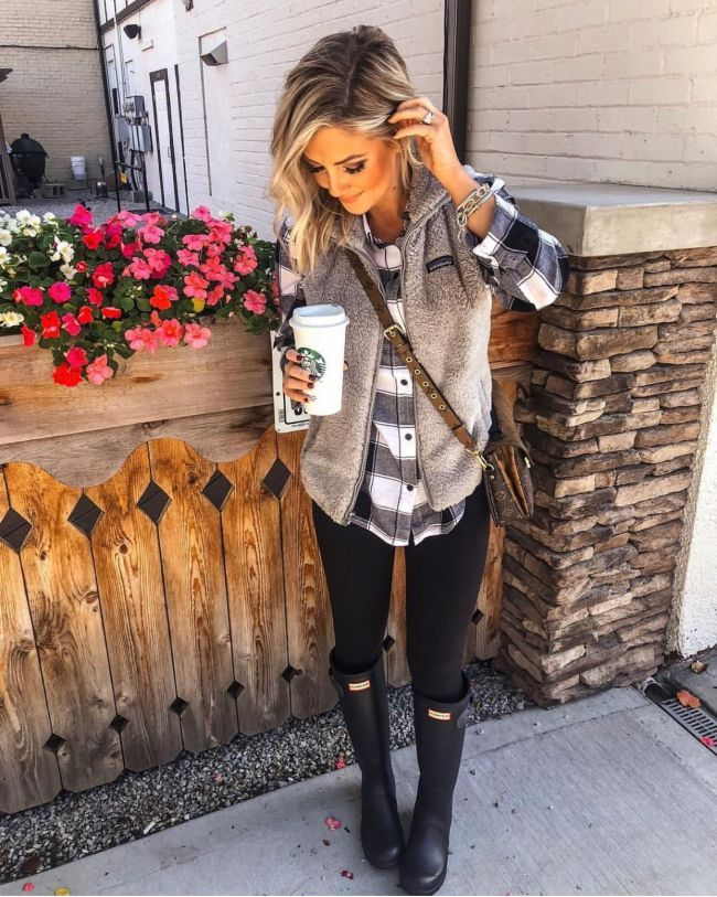 c29dbaf305 long sleeve army green top + jeans + black vest + brown booties!