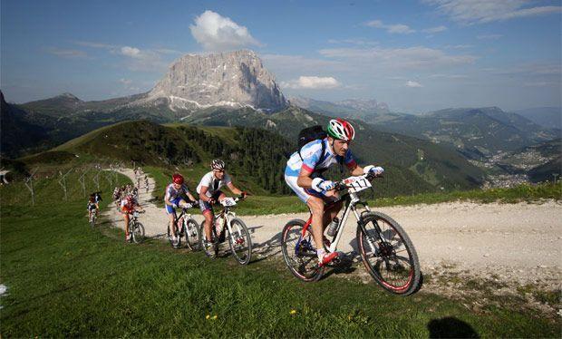 Una completa guía con los principios básicos de iniciación al entrenamiento en el ciclismo para comenzar a rodar como un profesional.