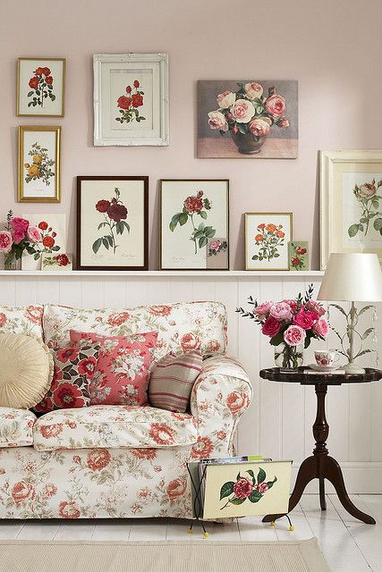 REDOUTÉ | Roses Living Room With Botanical Prints Display |