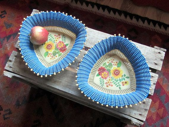 Vintage 60s 70s plastic bread or fruit baskets pair, kitsch decor blue floral plastic trays, triangular woven baskets, gift for kitsch lover