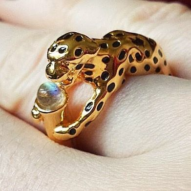 ✨ RG from the fab @kim0006 wearing her Leopard ring clutching a #Labradorite stone | now over 50% off online!  ✨  #BillSkinner #Leopard #semipreciousstones #sale