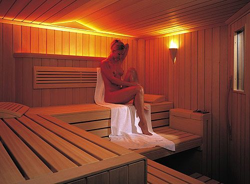 sauna domicile a designer jacuzzi u sasha home spa combines a sauna shower and a hammam gotez. Black Bedroom Furniture Sets. Home Design Ideas