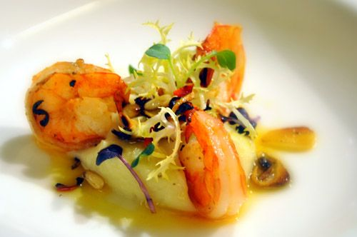 Pečené krevety na česneku s černým kořenem