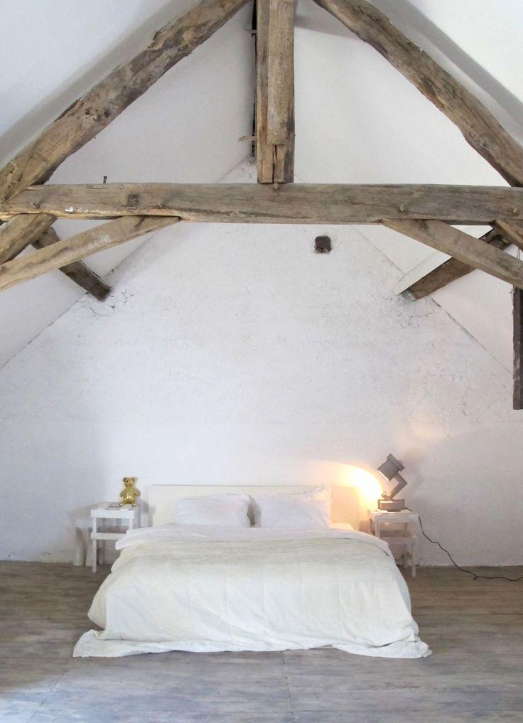 French farm in st. Août Photographer: Linda Pijper | Stylist: Linda Pijper #binnenkijken #vtwonen #bedroom #white