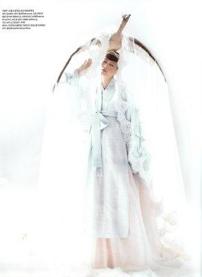 OVER OVER THE TOPKorean Culture, Hanbok Couture, Hanbok Dress Vogue, Hanbokkorean Traditional, Korean Things, Artsy Hanbok, Hanbok Korean Traditional, Things Korean, Fashion Hanbok