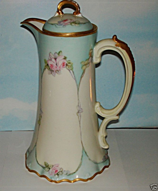Vintage early 1900's hand painted Limoges Chocolate Pot.....beautiful!: Chocolate Pot Okay, 1900 S Hand, Chocolate Pots, Limoges Porcelain, Handpainted Limoges, Limoges Pot Beautiful, Chocolate Pot Beautiful