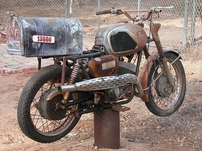 Rusty motorcycle / industrial mailbox I want this mail box