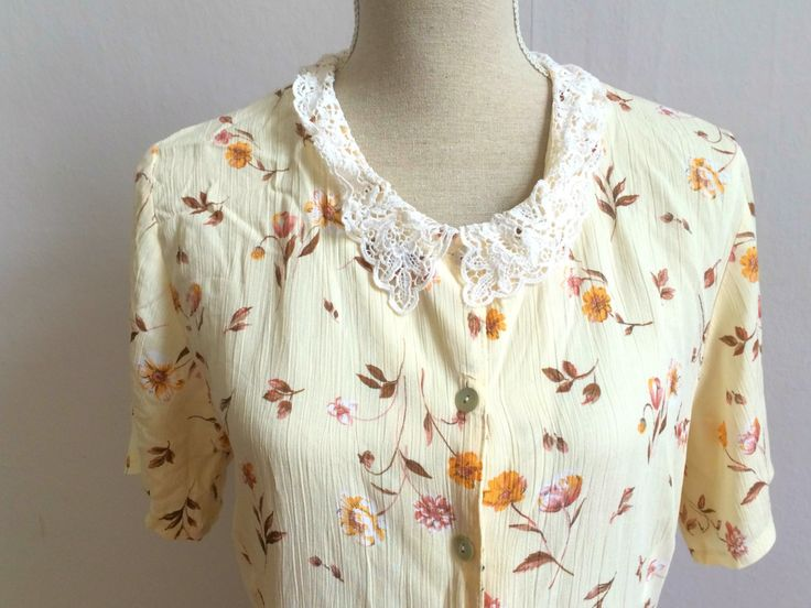 flower shirt, 80s flower shirt, lace collar, summer lace, flower pattern, 1950s, 1950s inspired shirt,vintage shirt,90s colorful shirt women door VintageVicenti op Etsy