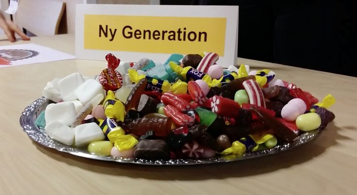 Dela ut godis på skolan precis som Ny Generation på Per Brahe-gymnasiet!