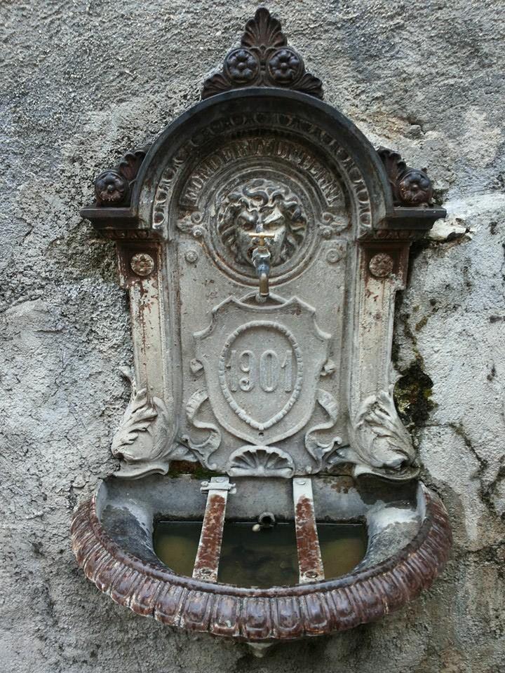 The old wather fountain in our village Navelli! Una delle antiche fontane che si trovano nel borgo di Navelli #abruzzo #travel #italy #navelli #zafferano #borghipiubelliditalia #borgo #abruzzosegreto
