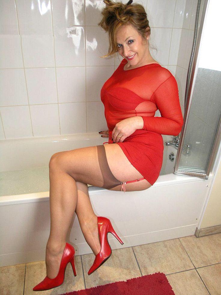 stoßender vibrator high heels nackt