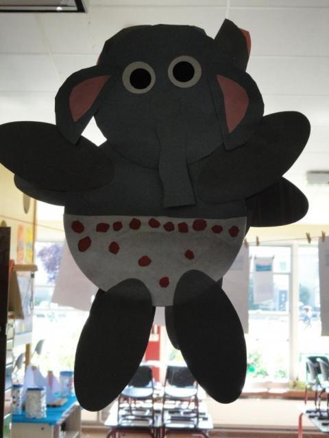 """project """"de allerleukste zomer van olifant"""", Olifant in zijn zwembroek"""
