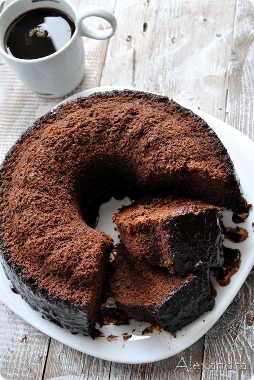 Νηστίσιμο κέικ σοκολάτας ελαφρώς σιροπιασμένο