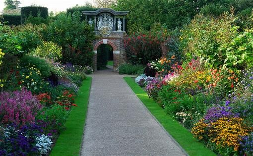 .: Gardens Ideas, Gardens Walkways, Color, Gardens Landscape, English Gardens, Flowers Beds, English Country Gardens, Gardens Design, Dreams Gardens