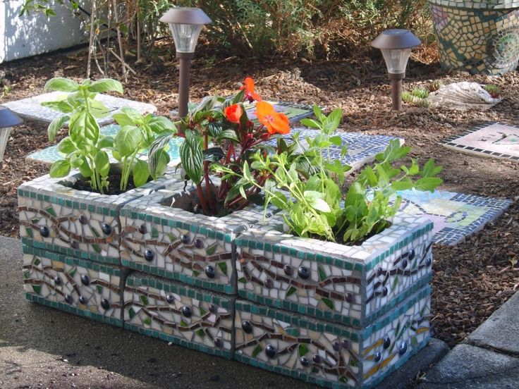 mosaic ideas for garden - Google zoeken  Stacked boxes for planters