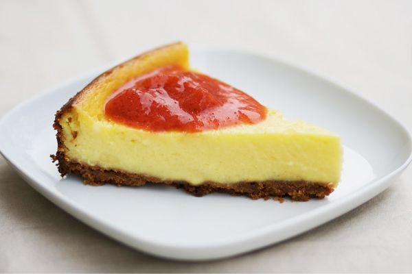 Ci ho messo un po' a trovare al ricetta perfetta per il cheesecake; ho provato un paio di volte, ma nemmeno quello che avevo fatto con le amiche sprouts al raduno del cavoletto mi convinceva fino in fondo: una volta c'era troppo formaggio, un'altra poco zucchero, un'altra troppo succo d'arancia… Sabato la mia amica Irene …