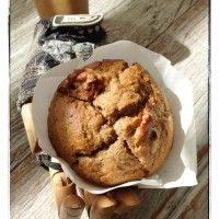 100gms olive oil, 50gms dark brown sugar, 2 tablespoons honey, 2 eggs, 2-3 over ripe small bananas, 225gms Wholemeal SR Flour, 2 heaped teaspoons cinnamon. Chuck it all into blender and mix. Spoon into muffin cases and whack some walnuts on top if you like. Bake for 25 minutes in moderate heated oven until tops are golden and cracked. Makes 6 large muffins.