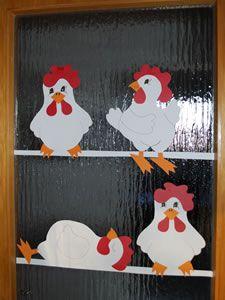 Hühner aus Karton. Schablonen auf der Webseite: http://www.kinderspiele-welt.de/basteln-und-werkeln/basteln-ostern.html