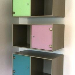 Sprøjtemaleren giver dine malede møbelklassikere nyt liv med en tidssvarende farve, og vi er specialister i renovering og lakering af dine brugte Montana reol moduler