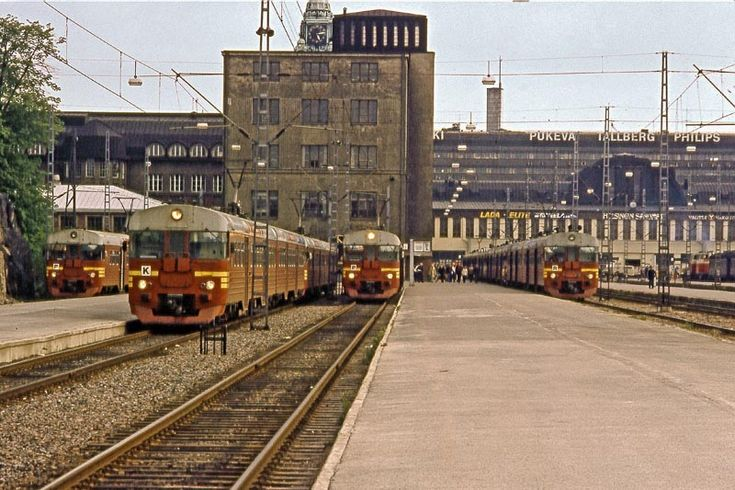 Rautatieasemalla 1974.  Railway station, Helsinki, Finland, in 1974.