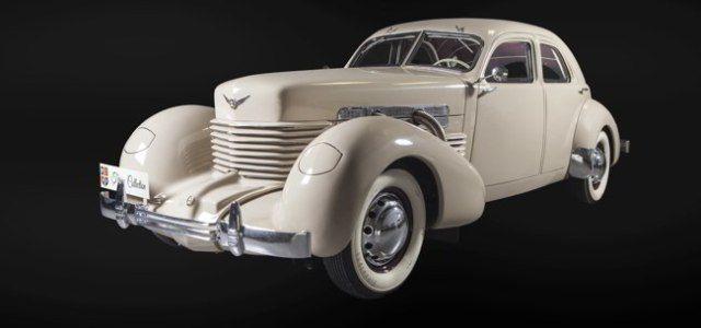 Pe 4 iulie, Țiriac organizează o paradă a mașinilor clasice americane
