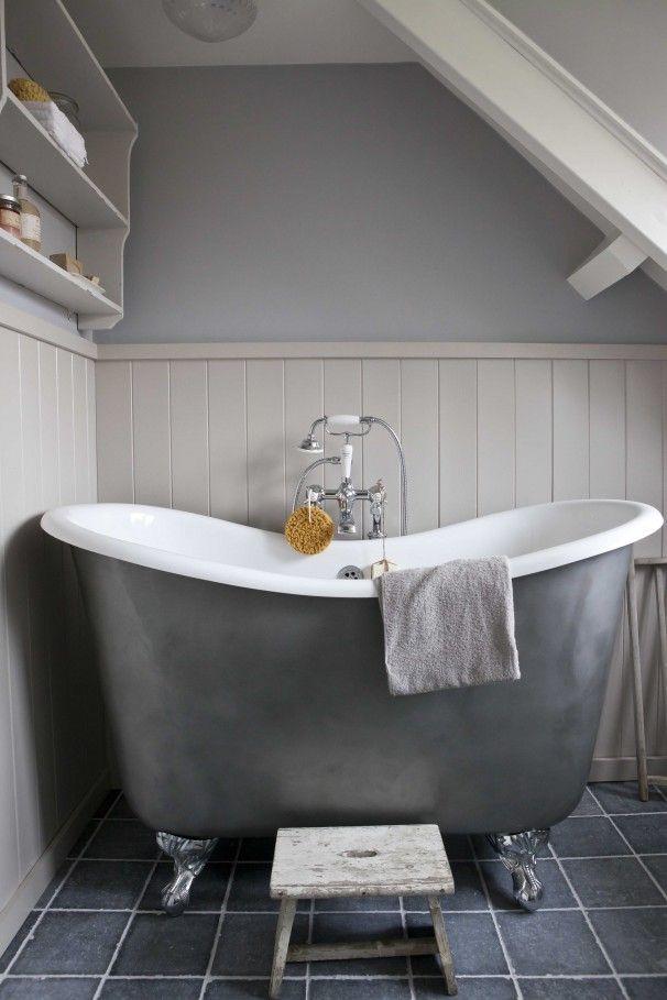 Bad op pootjes. Prachtig grijs bad op pootjes.