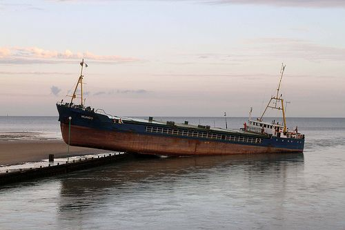 Mungo Cargo Ship runs aground in Littlehampton 17 August 2011