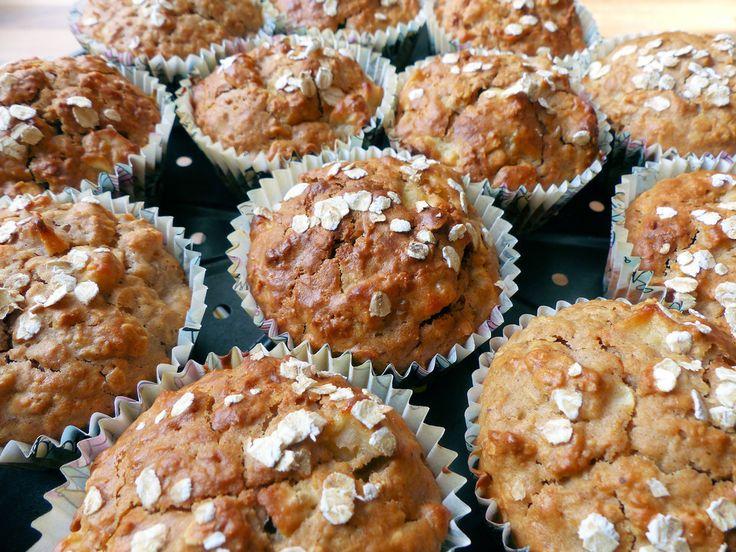 Leichte Apfel-Muffins mit Haferflocken und Zimt, ein schönes Rezept aus der Kategorie Kuchen. Bewertungen: 35. Durchschnitt: Ø 4,3.